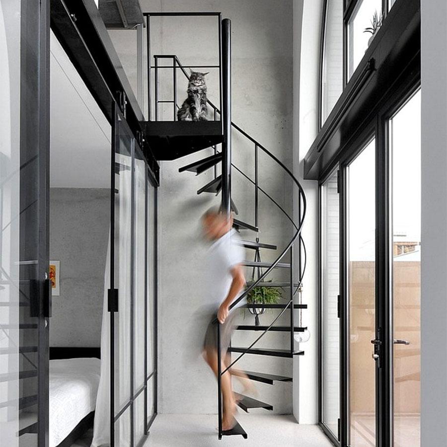 Mẫu cầu thang sắt thanh mảnh phù hợp với phong cách tối giản.