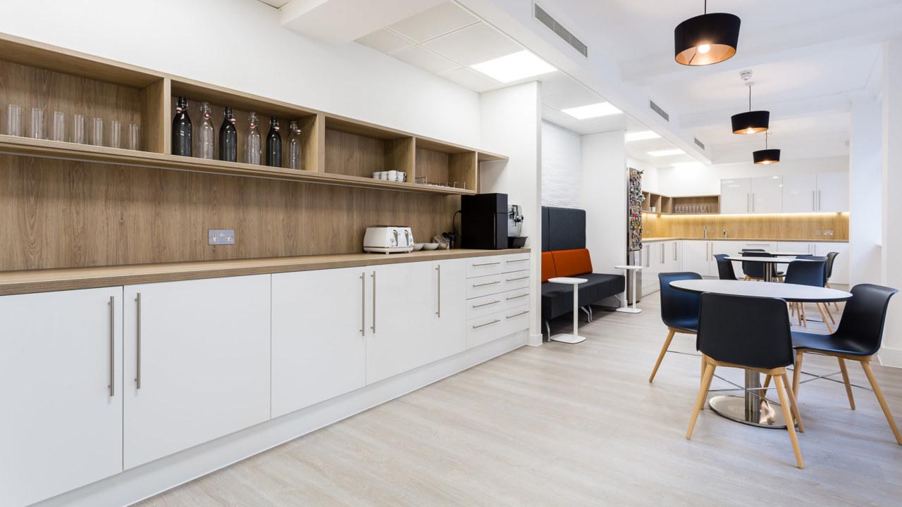 Thiết kế văn phòng có kết hợp phòng bếp cho nhân viên