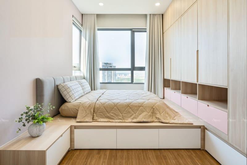 phòng ngủ phụ thứ 3 với thiết kế tủ đồ đụng trần và hệ thống hộc tủ đa năng