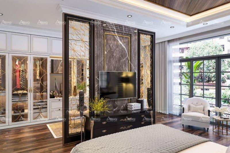 toàn bộ chi tiết tường và nội thất đều được mạ vàng sáng bóng