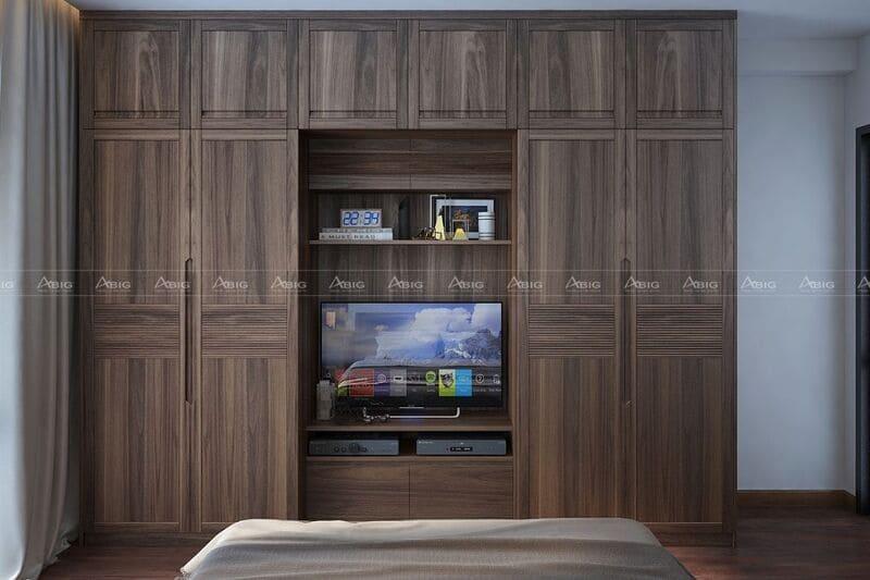 tủ gỗ óc chó là điểm nhấn nổi bật trong thiết kế phòng ngủ chính