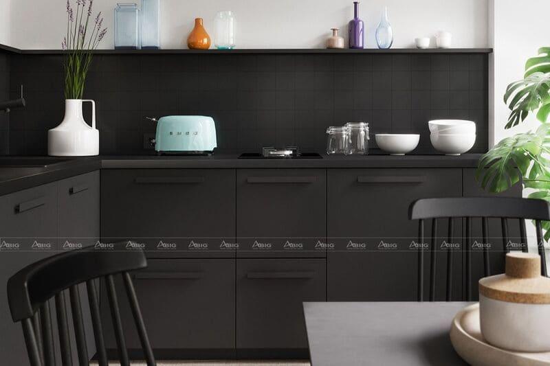 các đồ dùng bếp nổi bật trên tông nền đen tuyền khác biệt