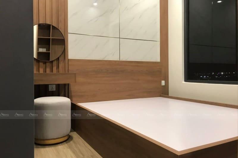 phòng ngủ được trang trí nội thất gỗ cao cấp sang trọng