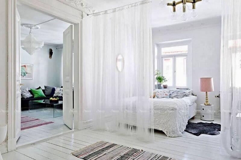 thiết kế phòng ngủ không gian mở với rèm ngăn cách không gian tiện lợi