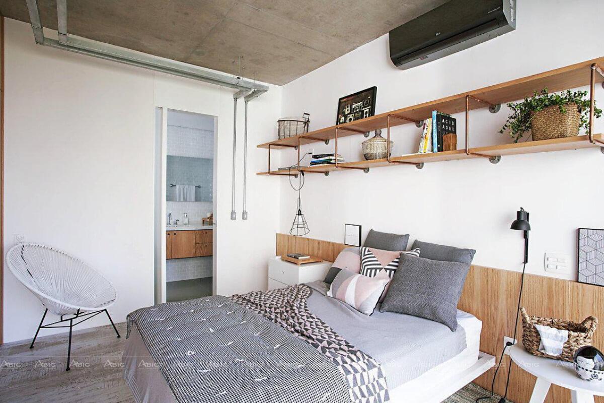 Giường ngủ bố mẹ chung không gian với cũi của bé giúp tối ưu hóa không gian