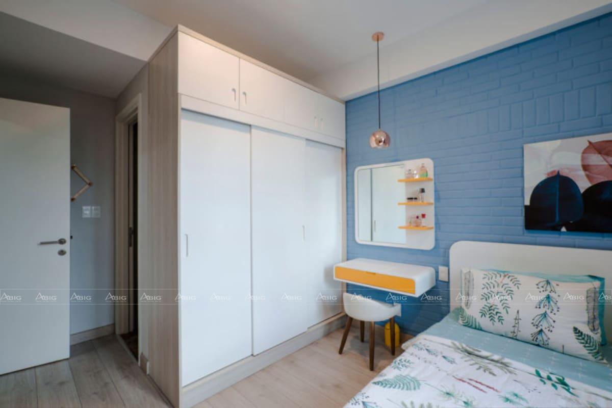 Đi kèm tủ quần áo âm tường và nhà vệ sinh trong phòng