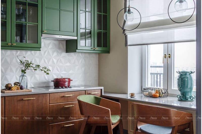 Gian bếp nhỏ gọn với các vật dụng và đồ nội thất bằng gỗ