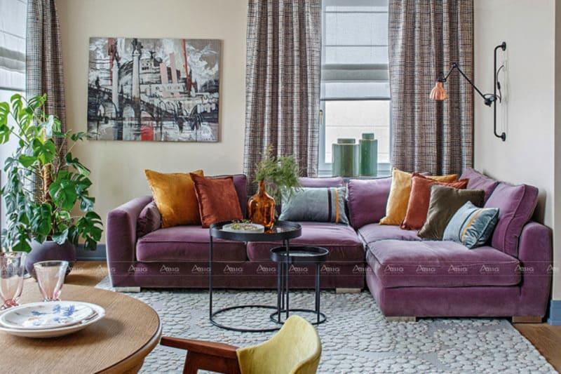 Phòng khách phong cách Retro không kém phần trẻ trung với chiếc sofa tím