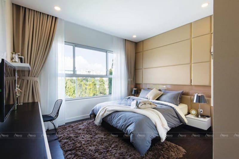 Ánh sáng tự nhiên sẽ khiến căn phòng trở nên thoáng đãng, mang lại luồng khí trong lành cho ngày mới bắt đầu.