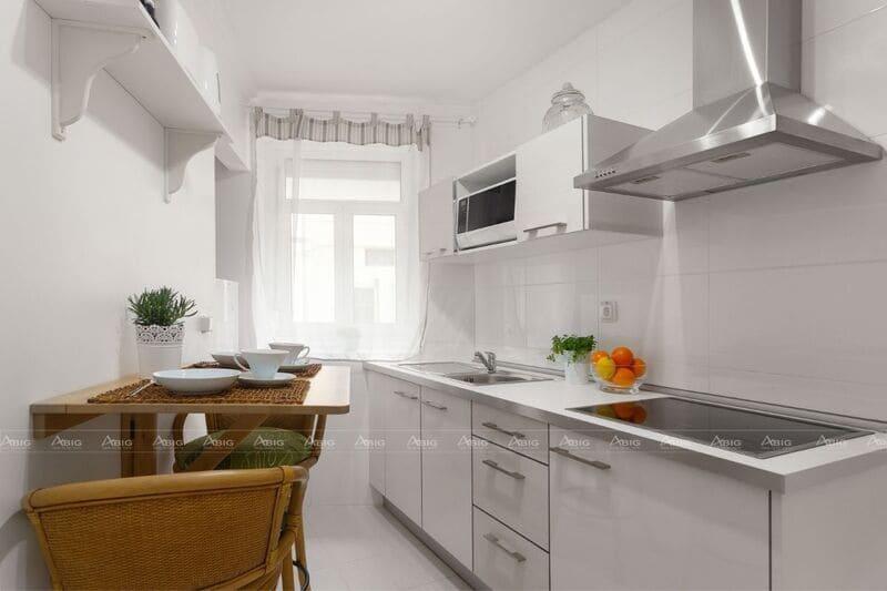 thiết kế bếp chung cư nhỏ gọn đầy đủ công năng