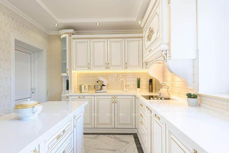 các tay nắm của của tủ bếp chung cư được thiết kế mạ vàng vừa tinh tế vừa quý phái
