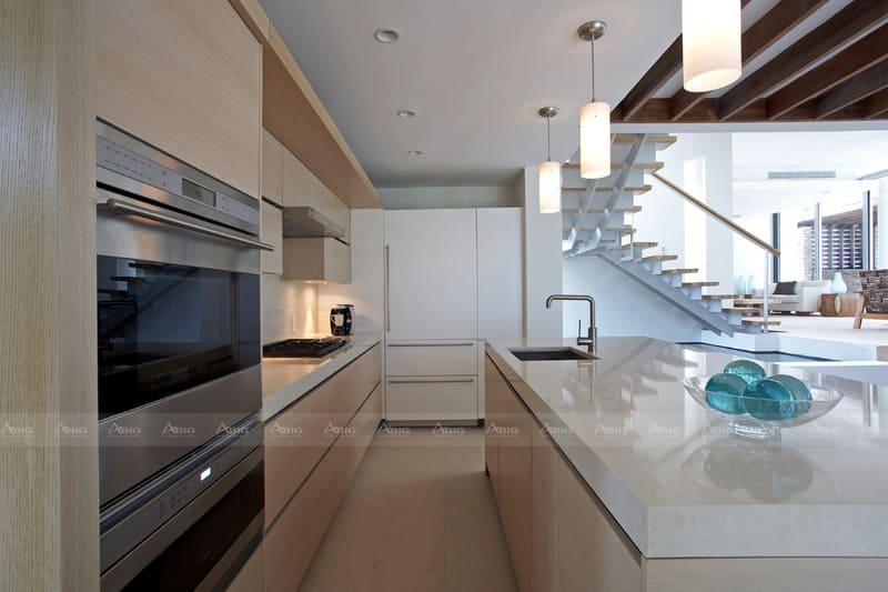 tủ bếp phong cách hiện đại thể hiện sự thanh thoát mạnh mẽ