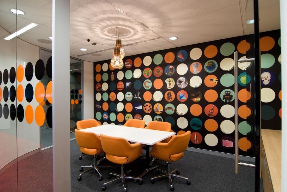 Mẫu thiết kế nội thất với gam màu cam ấn tượng